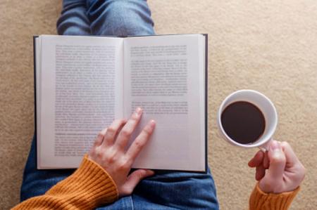 Mình đọc sách bạn nghe